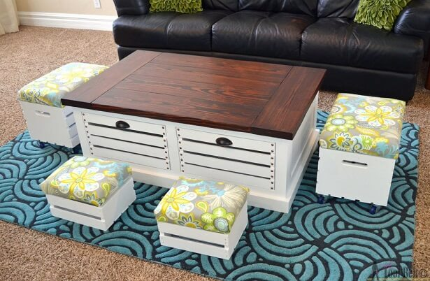 Mesa de centro de caixote de madeira.