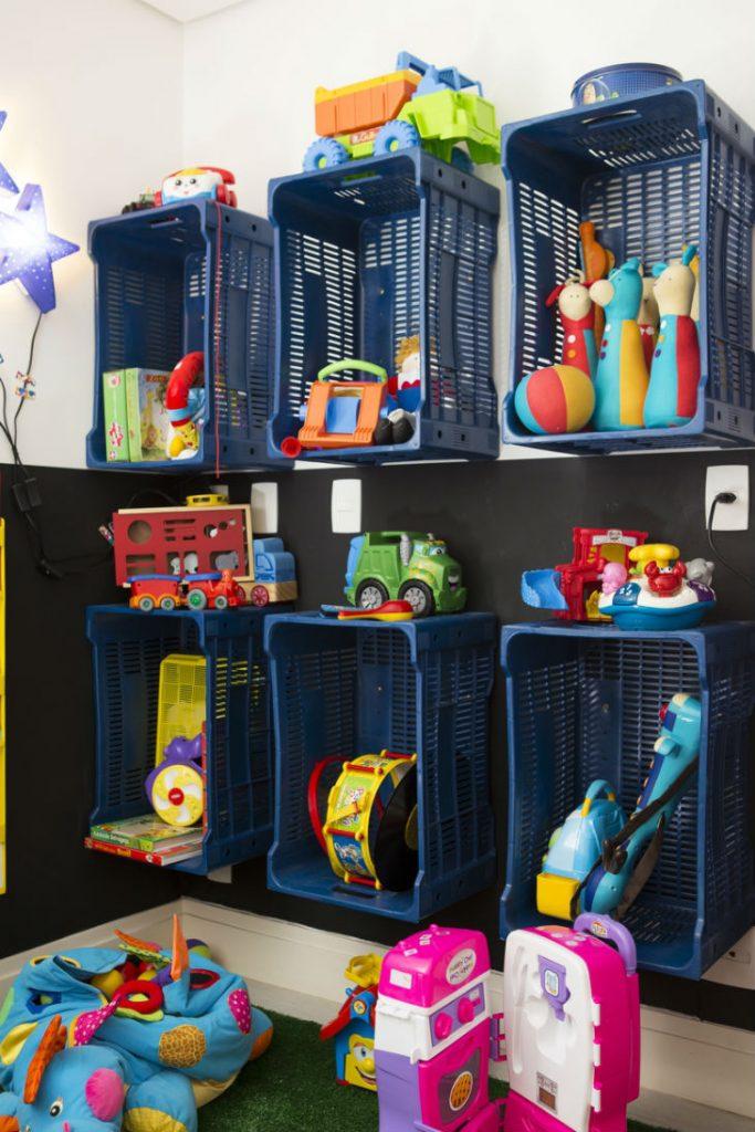 Caixote de plastico para organizar brinquedos